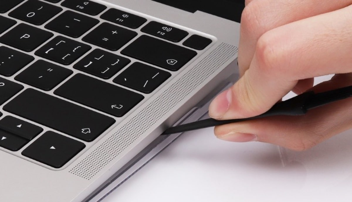 Revisar la rejilla de ventilación del Macbook