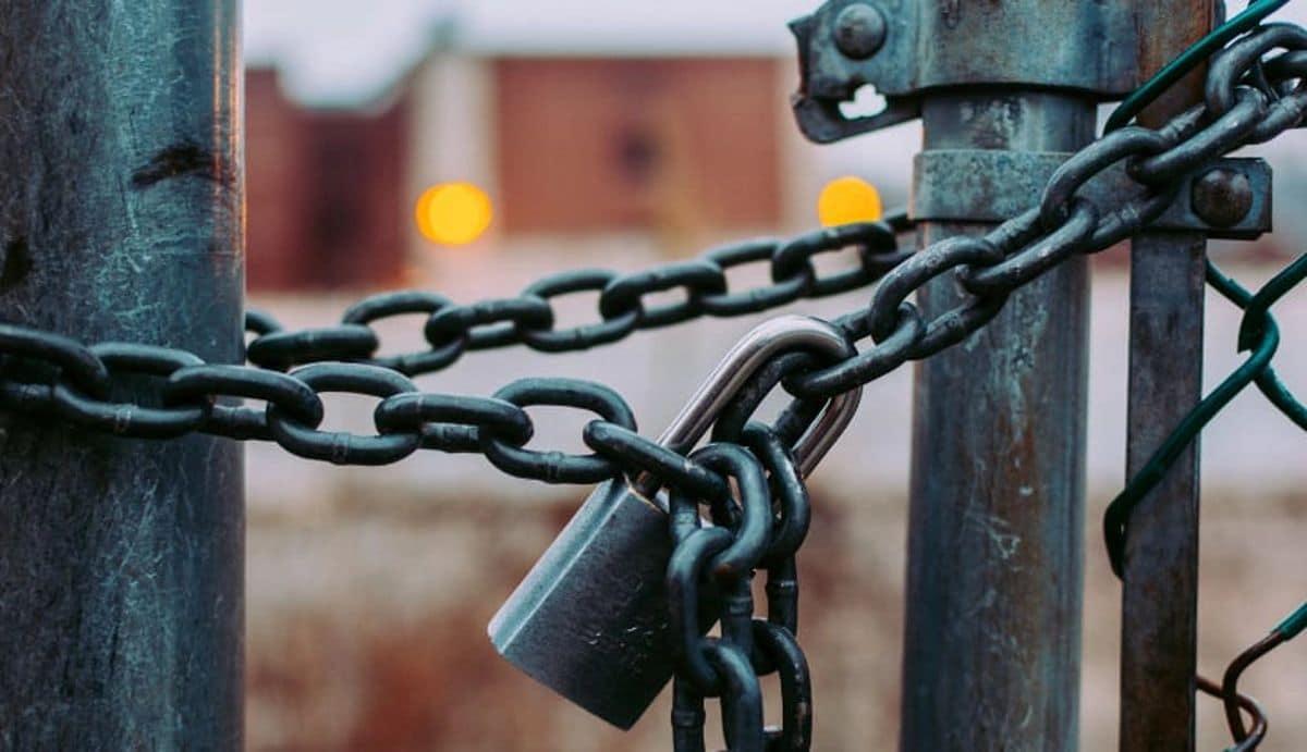 Imagen de un candado con cadenas